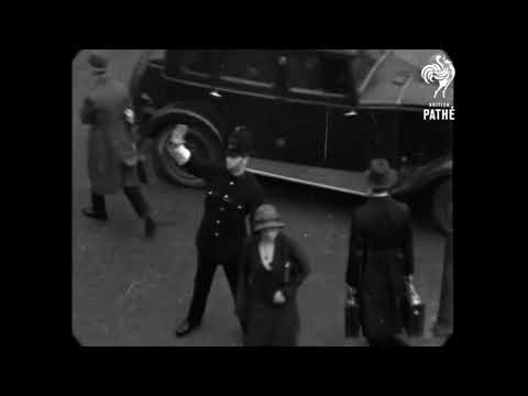 1933 - Pedestrian Street Traffic in London, England (speed corrected w/ added sound)