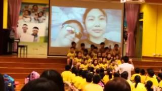何耀茵    梁省德學校(小學)表演    我在中間唱歌
