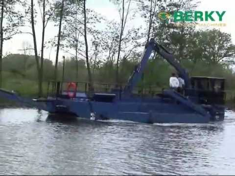 BERKY Load Dredger type 6840 with hydraulical bottom flap, BERKY Klapp-Baggerboot Typ 6840