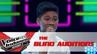 "Erwyn ""Surat Cinta Untuk Starla"" | The Blind Auditions | The Voice Kids Indonesia Season 2 GTV 2017"