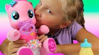 My Little Pony. Малышка Pinkie Pie. Моя маленькая говорящая Пони. Talking Pony(Малышка Пинки Пай! Моя маленькая музыкальная Пони. Моя новая подружка! Моя новая игрушка Пони. В этом видео..., 2015-09-15T14:09:03.000Z)