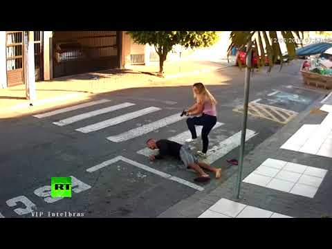 RAW: Off-duty policewoman shoots armed robber attacking group of moms Mp3