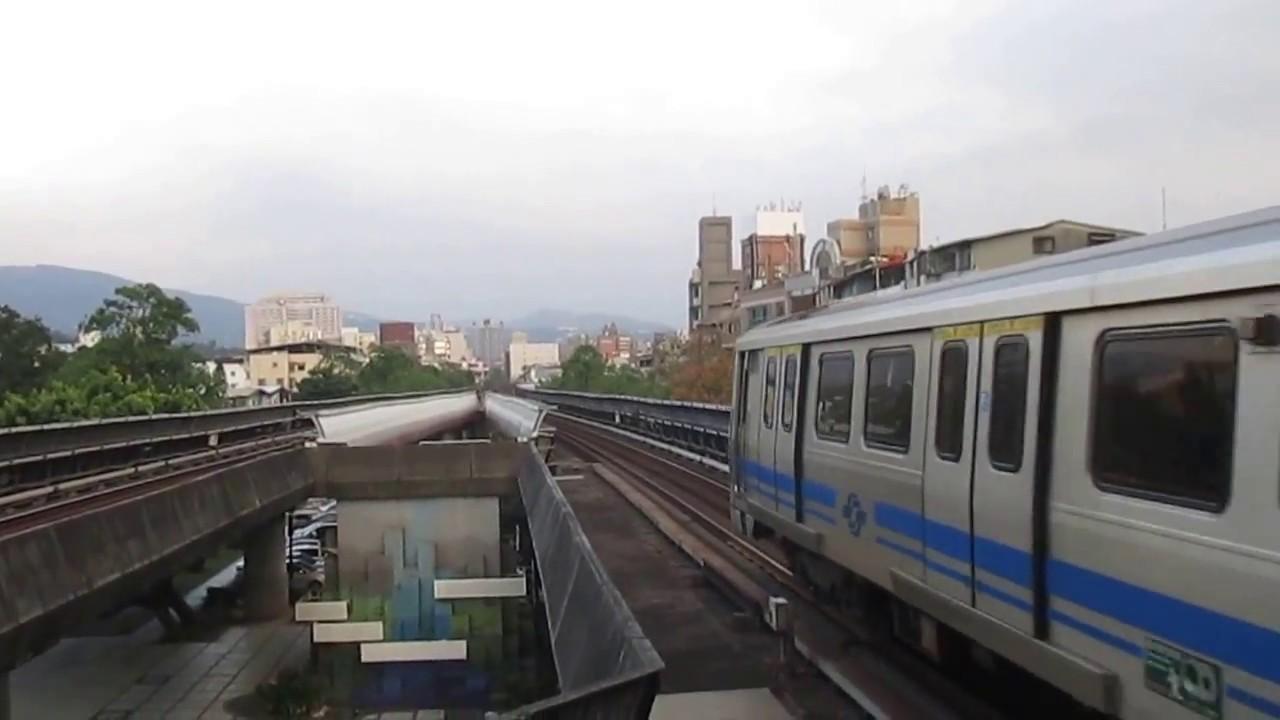 臺北捷運381型軟改列車往象山離開唭哩岸站 - YouTube