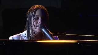 "Alicia Keys live @ North Sea Jazz Festival (2004) ""I Got A Little Something For You"""