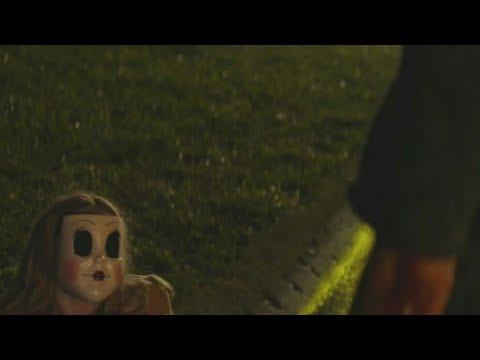 The Strangers: Prey at Night - Kinsey kills and unmasks Dollface (Scene)
