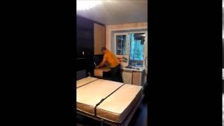 шкаф кровать трансформер с диваном видео(Мебель - трансформер - помогает жить. Теперь не нужно возится с неудобными диванами и каждый день заправлять..., 2014-09-03T09:09:22.000Z)