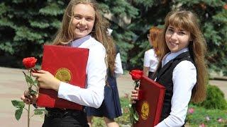 Вручение медалей выпускникам