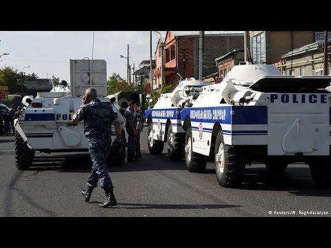 В Ереване захватили полицейских. Подробности