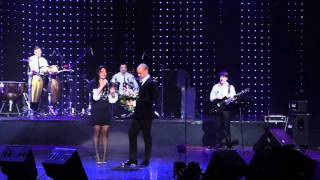 Елена Ваенга упала на концерте М. Бужора