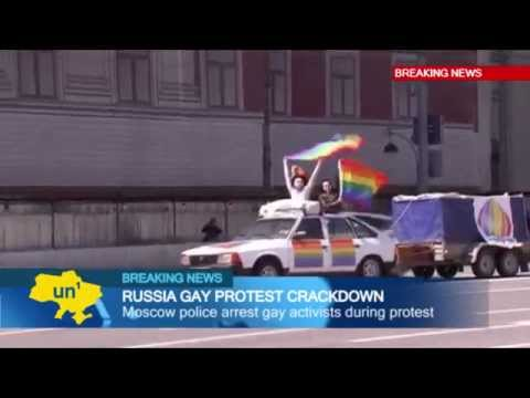 Gay Rights Activists Arrested in Russia: Moscow cops detain women protesting Russia's anti-gay lawss