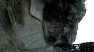 ティンダハナタの岸壁に架かる、琉球詩人、伊波南哲の詩 - 沖縄県与那国町