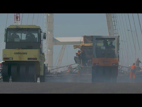 kerchnettv: Укладка асфальта на Крымском мосту: как это было