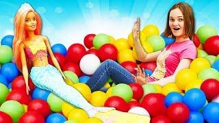 Видео про русалок! Барби РУСАЛКИ Barbie Dreamtopia в подводном царстве! Ныряем в бассейн с шариками!