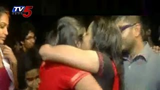"""Kiss of Love Fever Spreads To Chennai IIT"" : TV5 News"