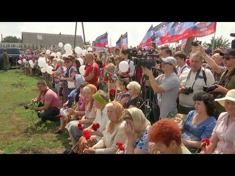 В Донбассе жители ДНР почтили память пассажиров и экипажа малайзийского Boeing.