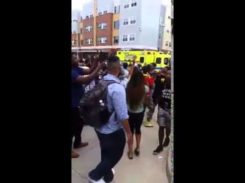 """Police harassment leads to crowd singing Kendrick Lamar's """"Alright"""""""