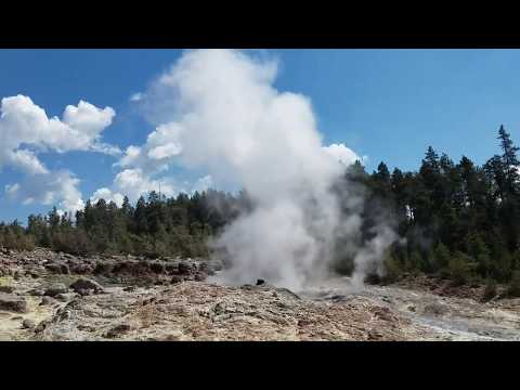 STEAMBOAT GEYSER, YELLOWSTONE NATIONAL PARK (JULY 27,2018)