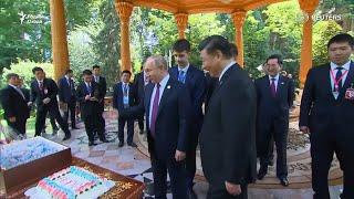 Дар Душанбе Владимир Путин ба Си Ҷинпинг яхмос туҳфа кард