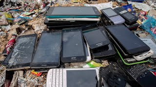 Looking for lots of old touch phones in the trash | Restoration old touch phone