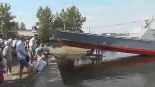【露海軍】 最新揚陸艇(コード名「ジュゴン」3番艇)の進水式