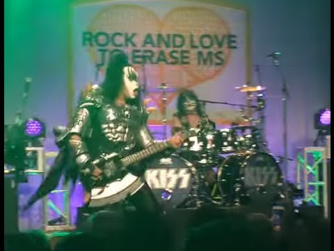 KISS play live without Paul Stanley - new Nails - new Saliva Love, Lies & Therapy