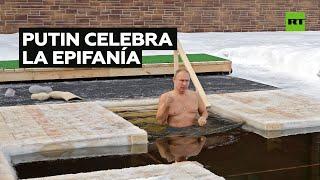 Vladímir Putin se sumerge en agua helada para conmemorar el bautismo de Jesucristo