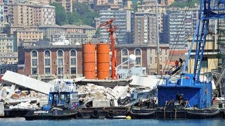 Genoa cargo ship crash: search for survivors