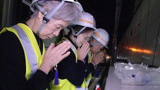 笹子トンネルで遺族ら献花 =事故から6年