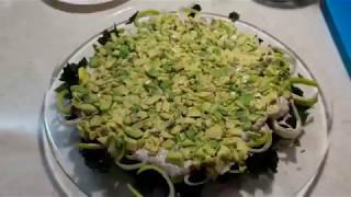Салат с вакаме и авокадо