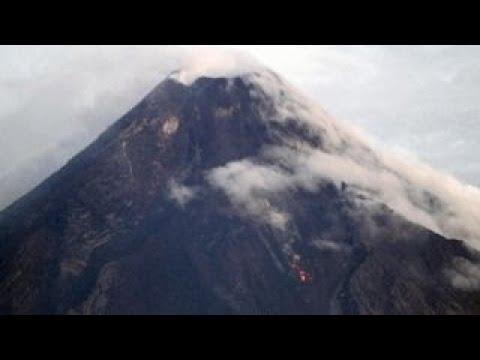 Philippines Mayon volcano spews lava, causes mass evacuations