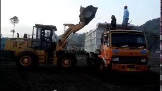 Cara Loading Pasir Ke Dump Truck 6x4 Dengan Lonking CDM 833