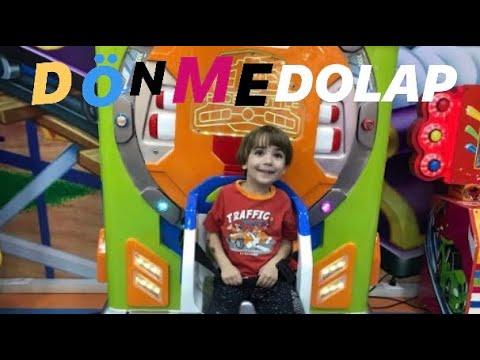 CAN OYUN PARKINDA ŞARKI SÖYLEYEN MİNİK DÖNME DOLAP'A BİNDİ - Eğlenceli Çocuk Videosu
