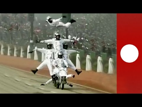 Daredevil motorbike stunts wow crowd on India's Republic Day