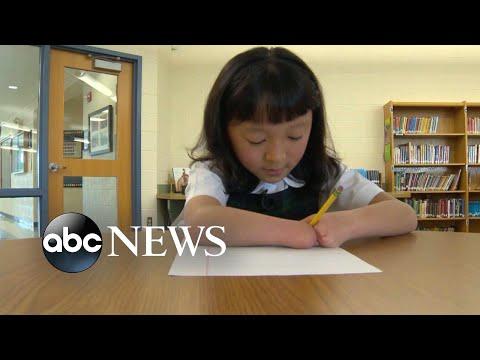 Super Martinez - Niña de 10 años nacida sin manos gana el concurso nacional de escritura