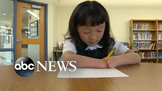 10-year-old-girl-born-with-no-hands-wins-national-handwriting-competition
