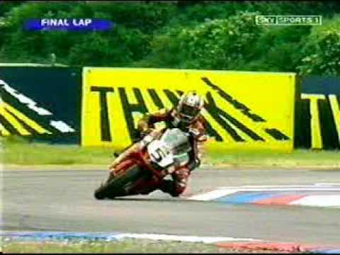 Sean Emmett celebrates too early and loses the win British Superbikes at Thruxton 2004