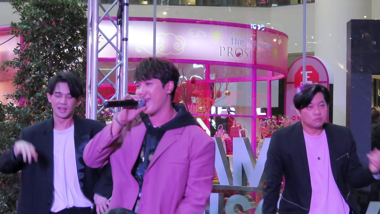 แกงส้ม Kangsom-รักเธอ 24 ชั่วโมง @ OneSiam One LOVE Concert at Siam Discovery