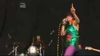 Yeah Yeah Yeahs - Gold Lion (Live Reading 2006)