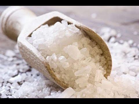 Солевой скраб , важнейшая процедура для молодости кожи