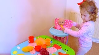 Playing with Baby Doll / Baby Doll Playtime / Feeding Time / Jugando con Mi Muñeca /