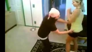 Две девушки и ЭЛЕКТРОШОКЕР, видео прикол Youtube 2014, ПРИКОЛЫ 2014 Январь FAIL Compilation January