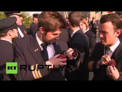 Germany: Lufthansa pilots march against 'greed'