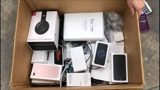 APPLE STORE DUMPSTER DIVING JACKPOT!! FOUND iPHONES!! BIGGEST APPLE STORE DUMPSTER DIVING JACKPOT!!