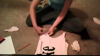 How To Turn a T-Shirt to a Tank Top Thumbnail