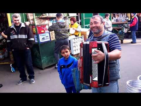 Концерт на рынке