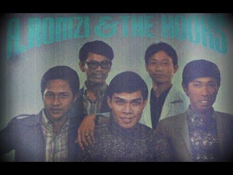 A. Romzi & The Hooks - Menanti Dewi