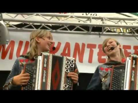 Die Twinnies - Bayer Feiern