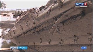 В Вологодской области на берег Онежского озера выбросило старинное судно