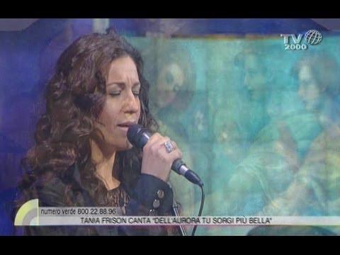 Tania Frison canta