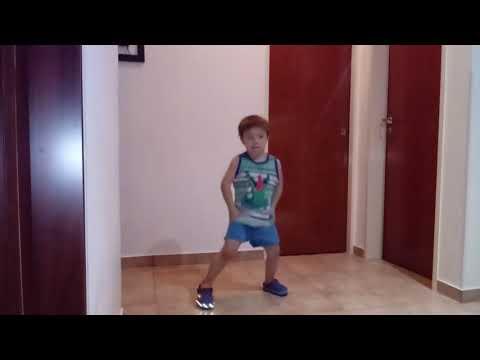 Mi pequeño bailari mueve el toto thumbnail